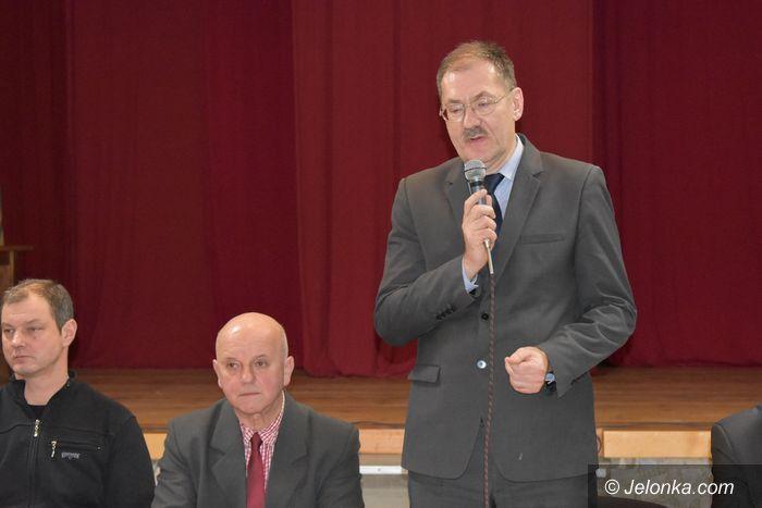 Piechowice: Gorąca debata z kuratorem w Piechowicach