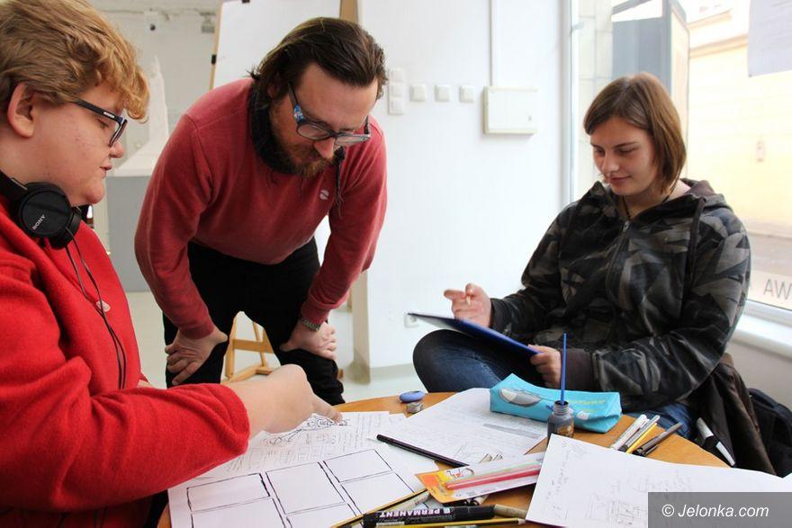 Jelenia Góra: Młodzi z Plastyka tworzą komiksy z profesjonalistami