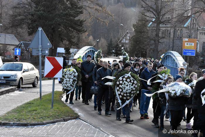 Piechowice: Ostatnie pożegnanie tragicznie zmarłych dzieci