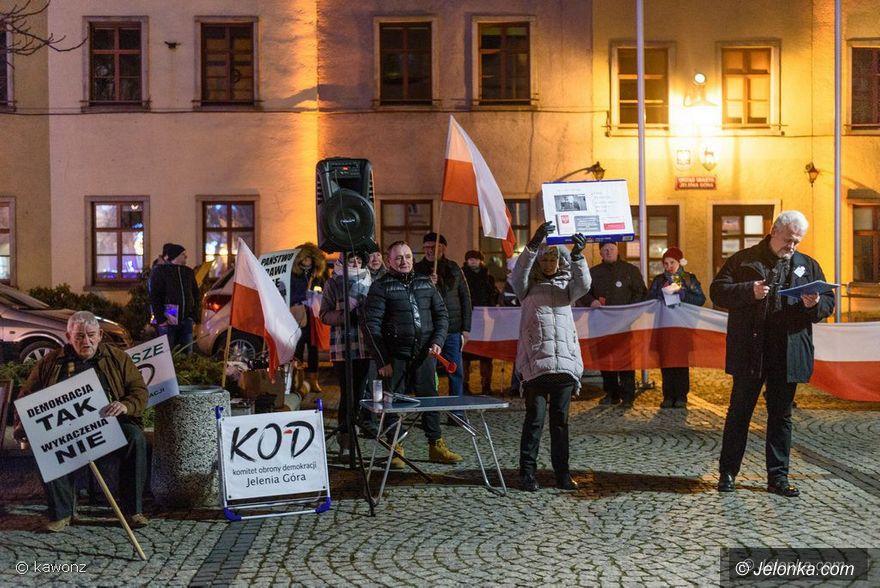 Jelenia Góra: KOD nie ustaje w protestach