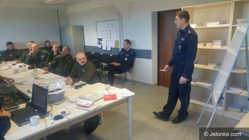 Jelenia Góra: Policjanci szkolili strażników leśnych
