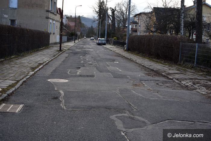 Jelenia Góra: Zapuszczona ulica w centrum Cieplic