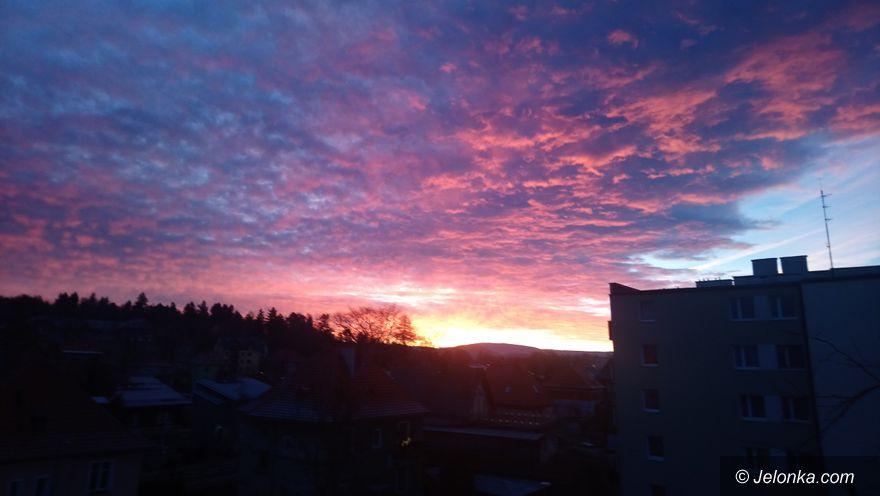 Jelenia Góra: Czytelniczka: niebiańska aura nad Jelenią Górą