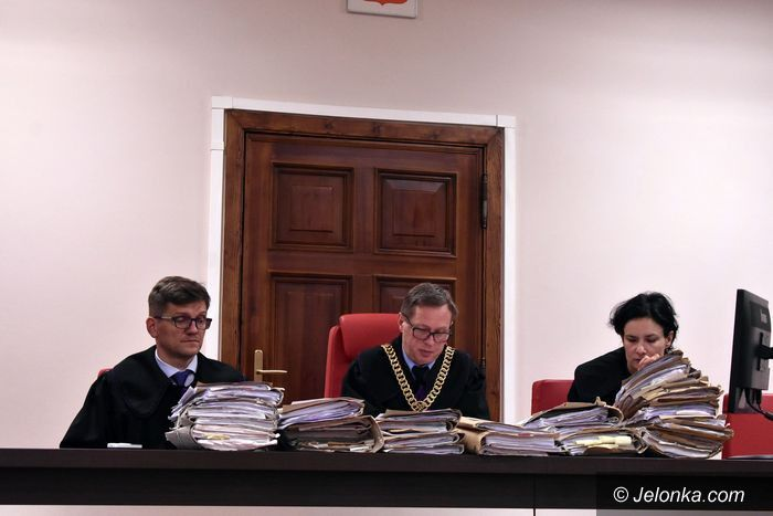 Jelenia Góra: Łagodniejszy wyrok za przekroczenie uprawnień