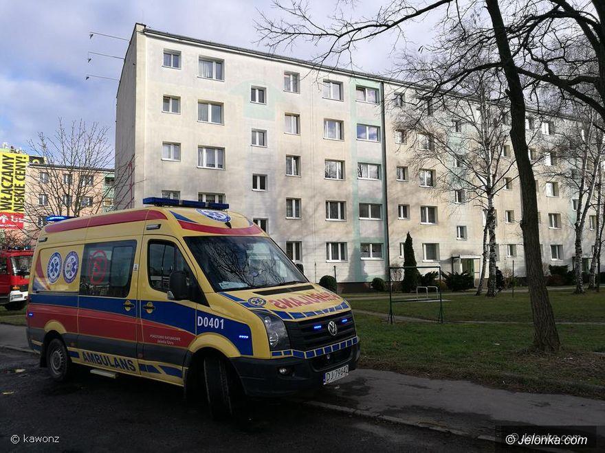 Jelenia Góra: Śmierć na klatce schodowej w bloku
