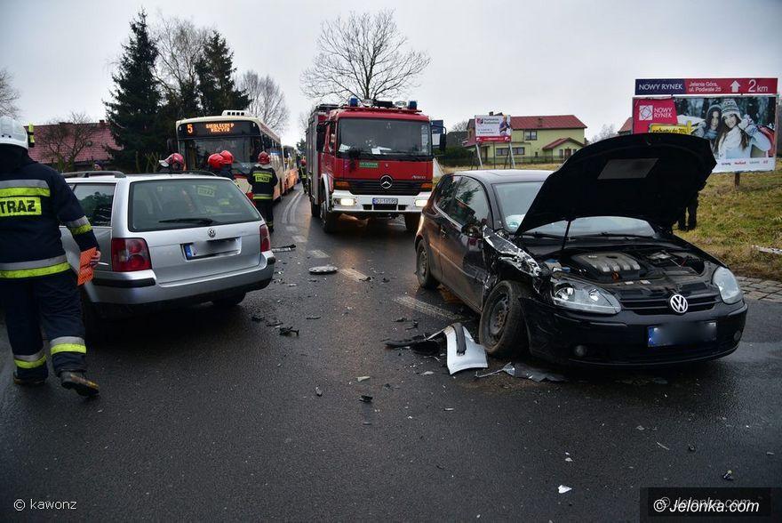Jeżów Sudecki: Zderzenie trzech aut w Jeżowie Sudeckim