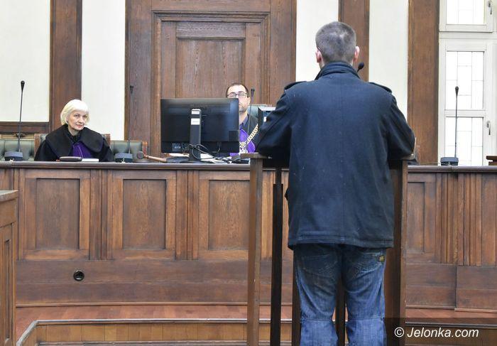 Jelenia Góra: Trwa proces za napad na księdza