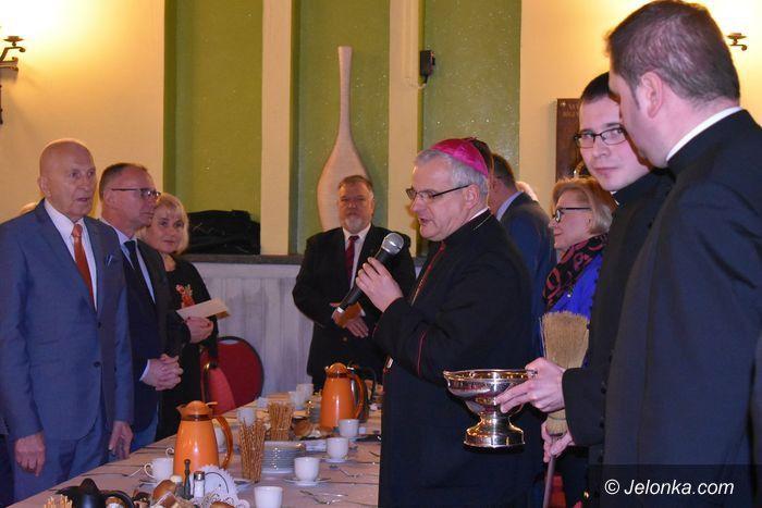 Jelenia Góra: Opłatkowe spotkanie niepełnosprawnych z biskupem
