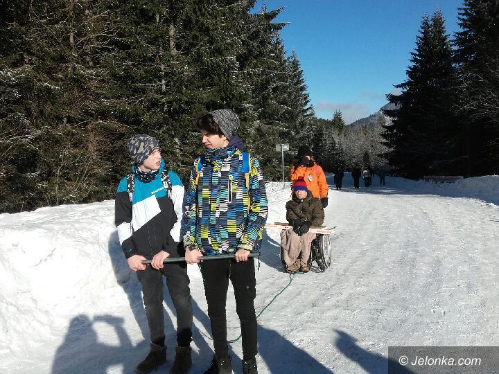 Jelenia Góra: Zrobili zaprzęg i zabrali w góry kolegę na wózku