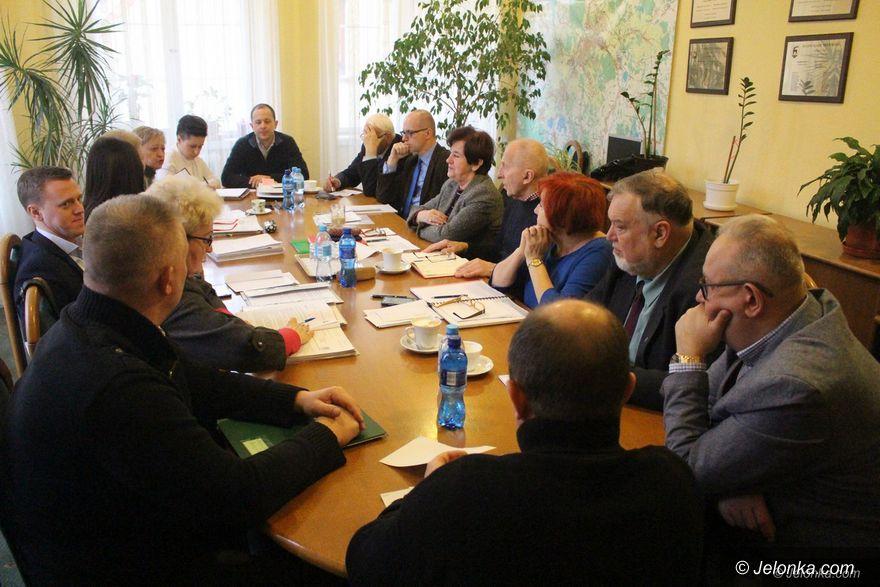 Jelenia Góra: Komisja Rozwoju o kondycji handlu w mieście