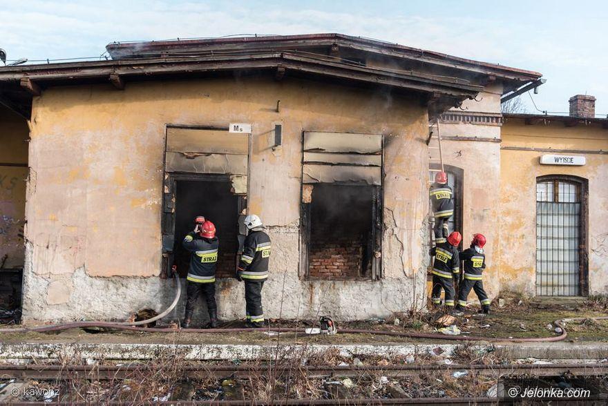 Mysłakowice: Pożar na dawnym dworcu w Mysłakowicach