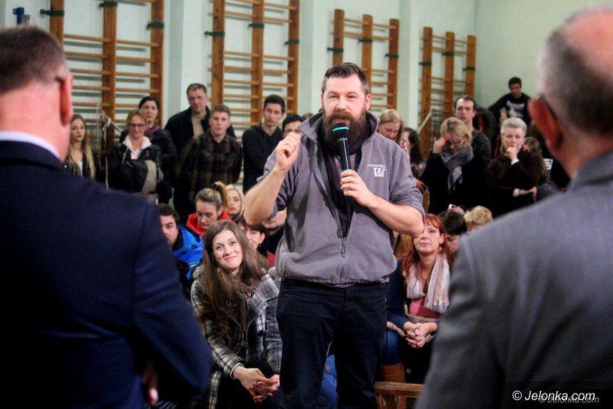 Jelenia Góra: Uczniowie z rodzicami i pracownicy ratują szkołę!