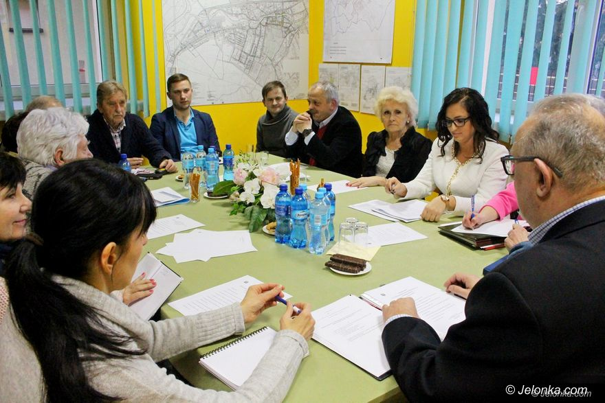 Jelenia Góra: Ciepliccy radni omawiali inwestycje w uzdrowiskowej części miasta