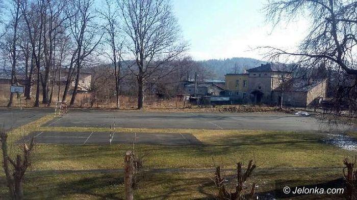 Mysłakowice: Potrzebne nowe szkolne boisko