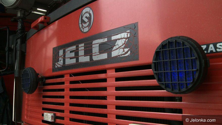 Jelenia Góra: Awaria wozu strażackiego w centrum miasta