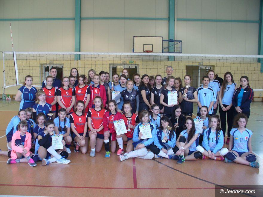 Janowice Wielkie: Dublet młodych siatkarek UKS–u Sokoliki