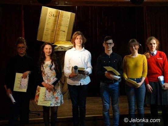 Jelenia Góra: Śpiewali i recytowali poezję w MDK