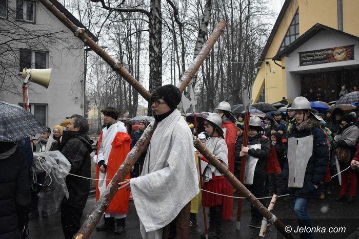 Jelenia Góra: Śnieżna droga krzyżowa
