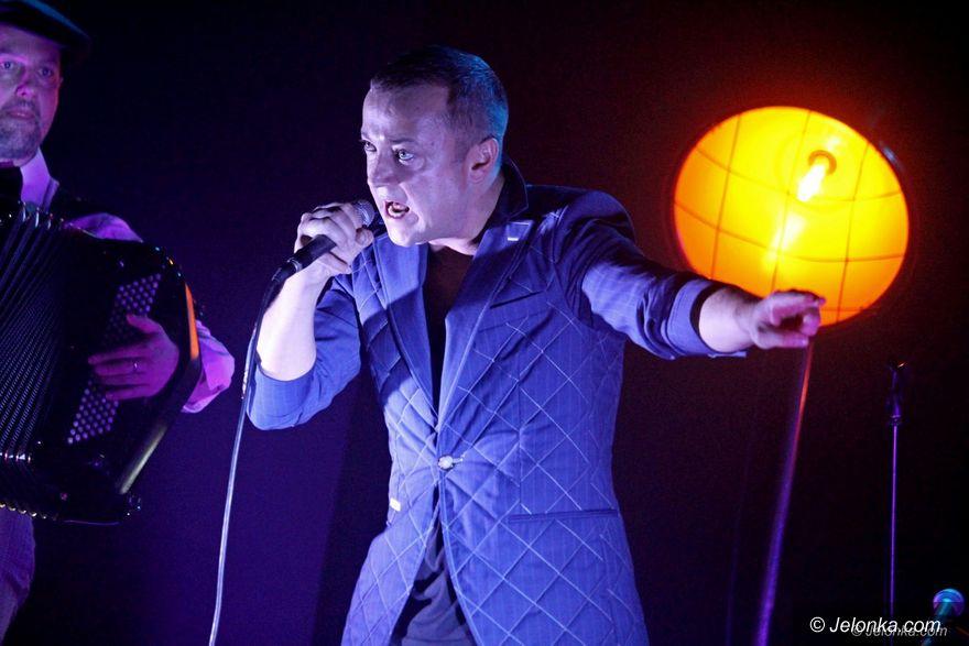Jelenia Góra: Czesław Mozil zaśpiewał z zespołem