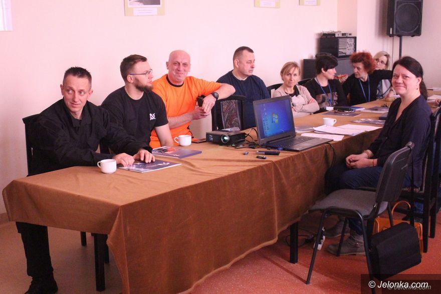 Jelenia Góra: Bezpieczni w służbie i w pracy – po szkoleniu w MOPS