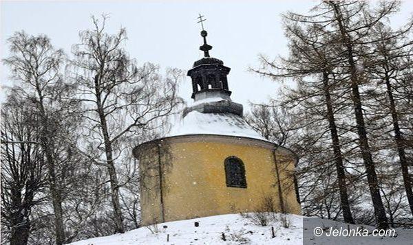 Kowary: Wandale zniszczyli elewację kaplicy