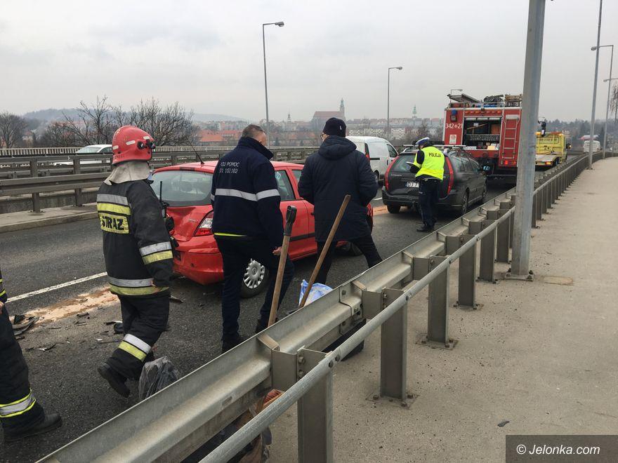 Jelenia Góra: Zderzenie trzech aut na estakadzie