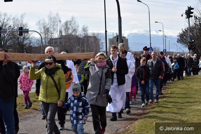 Jelenia Góra: Wierni z Zabobrza przeszli drogą krzyżową