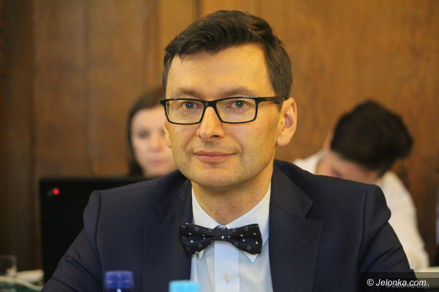 """Jelenia Góra: Radny przeprasza za """"macicę... do kibla"""""""