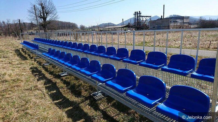 Region: Nowa trybuna przy boisku w Wojanowie