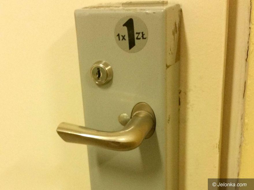 Jelenia Góra: Dlaczego toalety w magistracie są płatne?