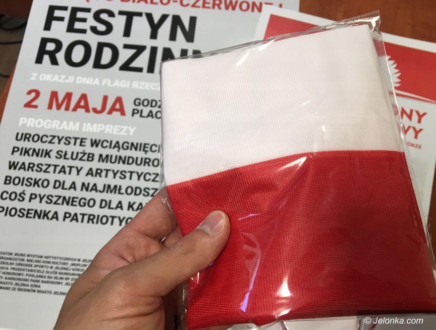 Jelenia Góra: Odbierz i wywieś biało–czerwoną flagę