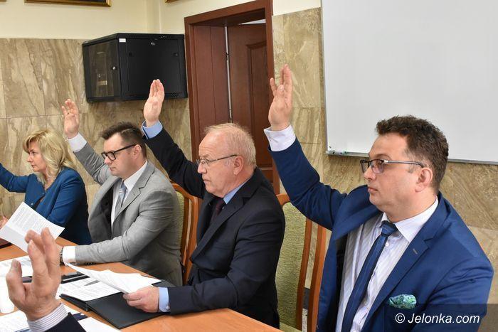 Jelenia Góra: Żółta kartka od radnych dla zarządu powiatu