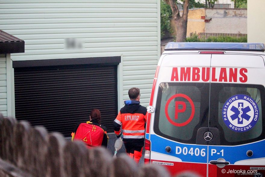 Jelenia Góra: Z nożem na matkę i policjantów