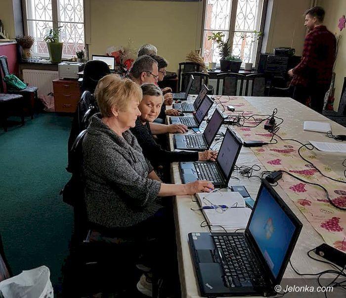 Mysłakowice: Seniorzy za pan brat z komputerem