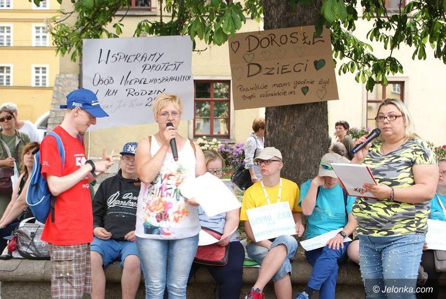 Jelenia Góra: Wspierają niepełnosprawnych