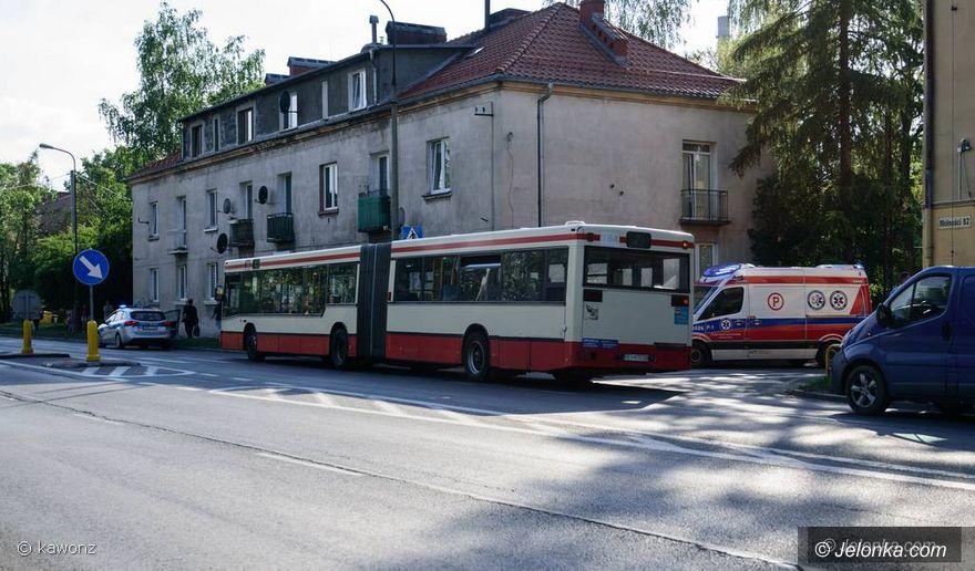 Jelenia Góra: Autobus potrącił pieszego na pasach