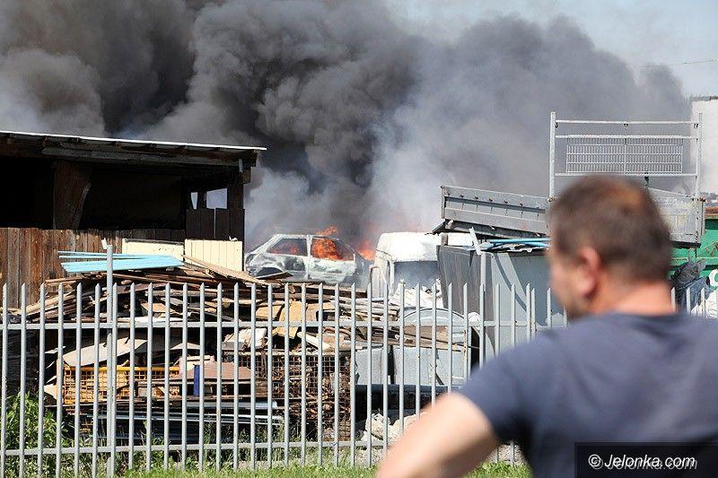 Jelenia Góra: Wielki pożar auto–szrotu