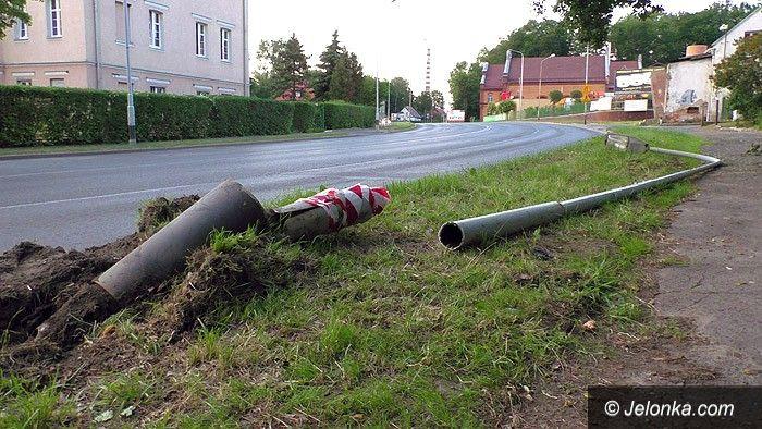 Jelenia Góra: Zderzenie auta z latarnią