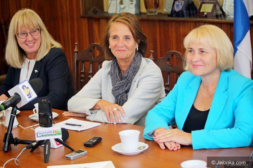 Jelenia Góra: Kurtuazyjna wizyta ambasador Finlandii