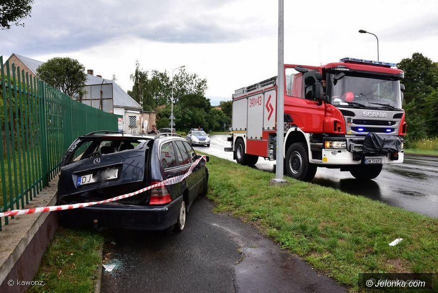 Jelenia Góra: Auto uderzyło w mur