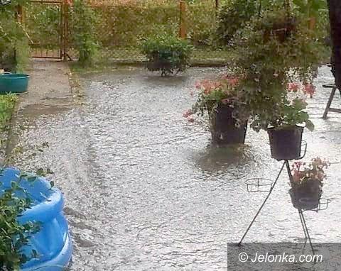 Jelenia Góra: Woda zalewa działki