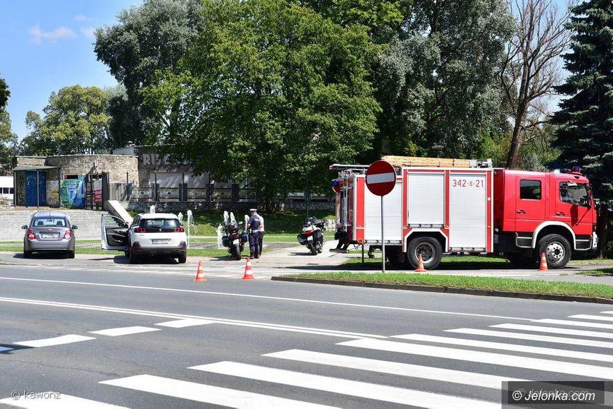 Jelenia Góra: Zderzenie dwóch aut przy fontannach