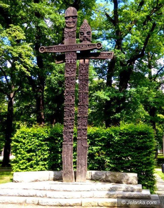 Jelenia Góra: Trzy pomniki w jednym miejscu