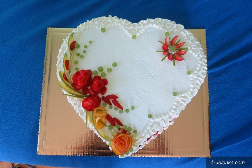 Jelenia Góra: Tort z owocami: proste i smaczne uroki lata