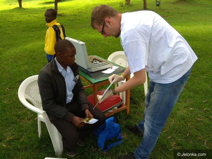 Jelenia Góra: Zakłady Optyczne wsparły misję w Kenii