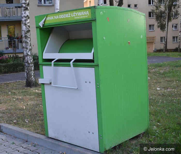 Jelenia Góra: Opuszczone kontenery na używane ubrania