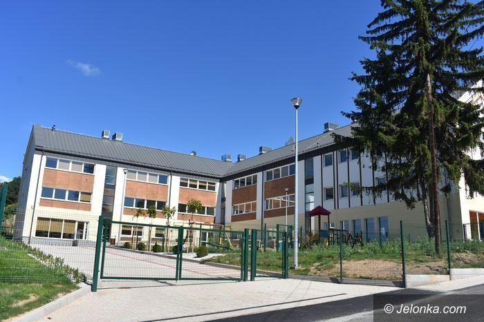 Jeżów Sudecki: Dożynki z otwarciem nowej szkoły
