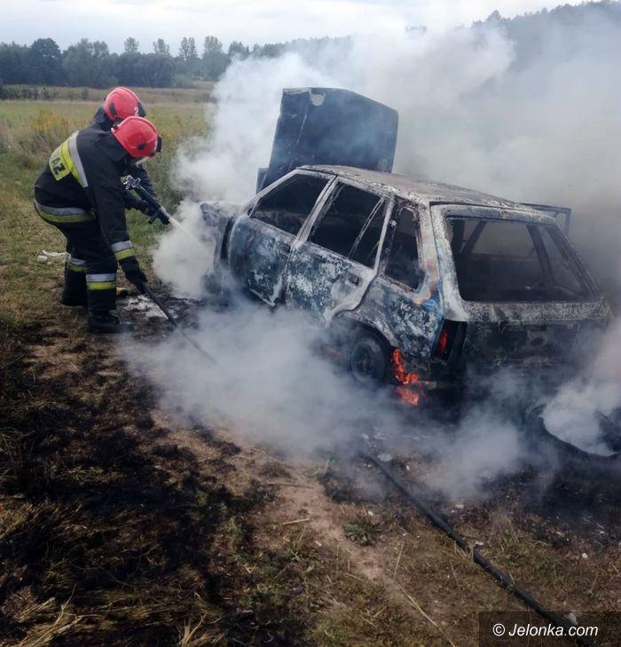 Jeżów Sudecki: W Jeżowie Sudeckim spalił się samochód
