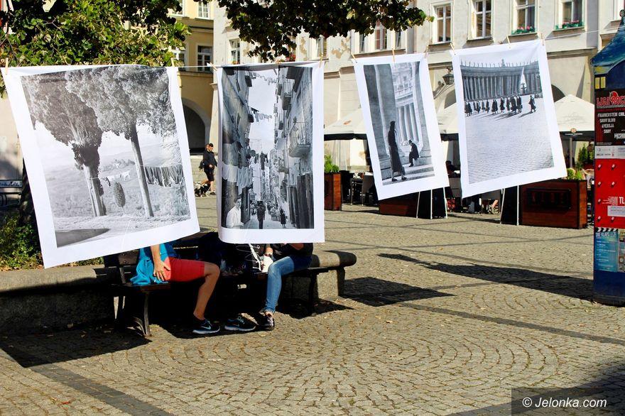 Jelenia Góra: Włoskie pranie na... Placu Ratuszowym