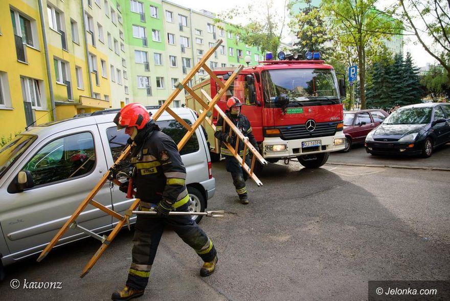 Jelenia Góra: Strażacy gasili w bloku płonący garnek